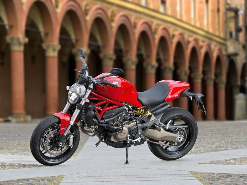 Красный Ducati Monster 821