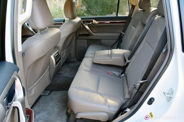 Салон внедорожника Lexus GX460