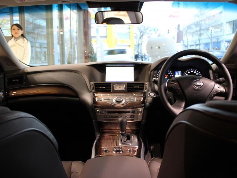 Интерьер седана Nissan Fuga