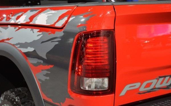Задняя фара пикапа Dodge Ram Power Wagon