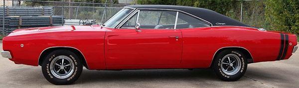 Красный Dodge Charger 440 1968, вид сбоку