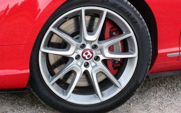 Колесо кабриолета Bentley Continental GT V8 S