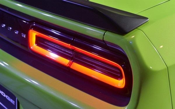 Задняя фара маслкара Dodge Challenger 2015