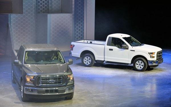 Белый и серебристый Ford F-150
