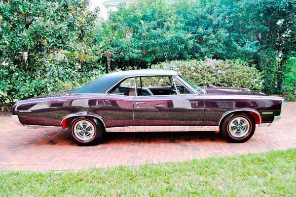 Маслкар Pontiac GTO Tripower вид сбоку