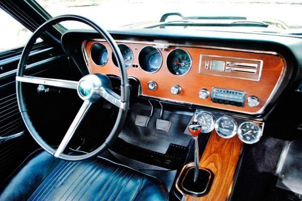 Руль, приборная панель, коробка передач маслкара Pontiac GTO Tripower 1967