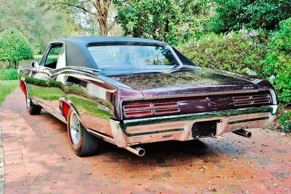 Маслкар Pontiac GTO Tripower 1967 вид сзади