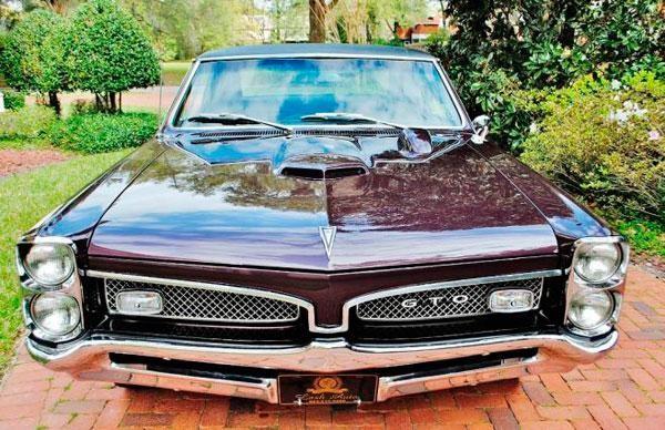 Маслкар Pontiac GTO Tripower вид спереди
