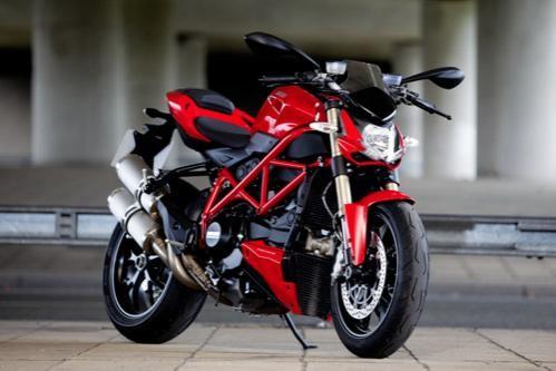 Красный мотоцикл Ducati Streetfighter 848