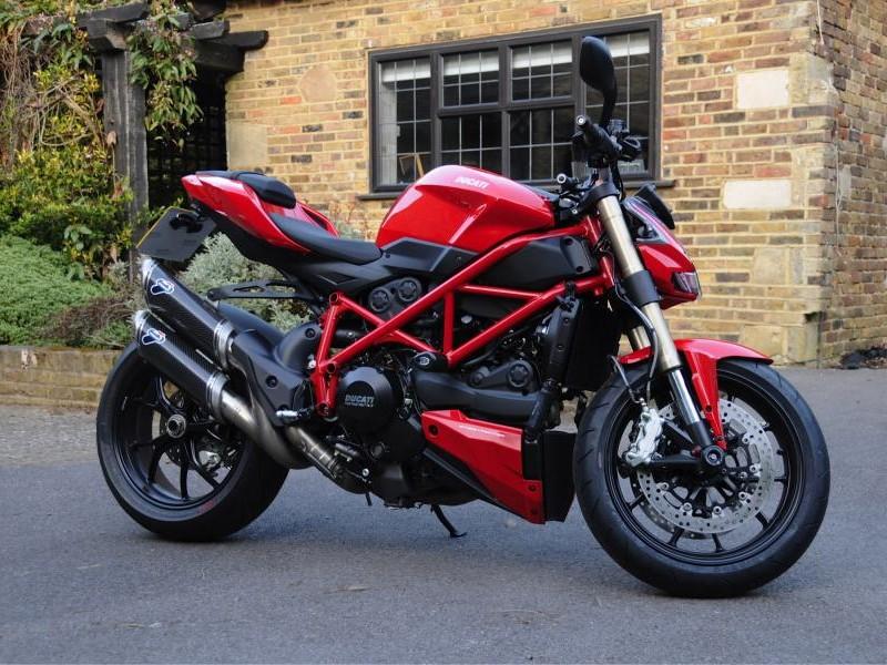 Мотоцикл Ducati Streetfighter 848 2015 вид сбоку