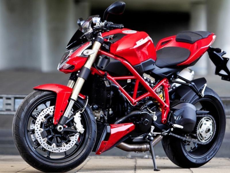 Красный Ducati Streetfighter 848 2015