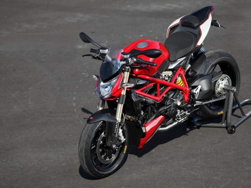 Красный мотоцикл Ducati Streetfighter 848 2015