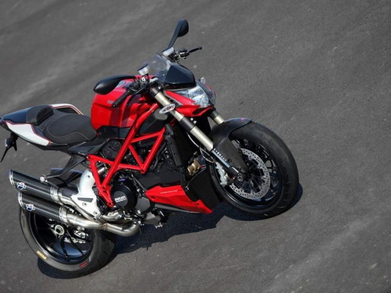 Красный Ducati Streetfighter 848