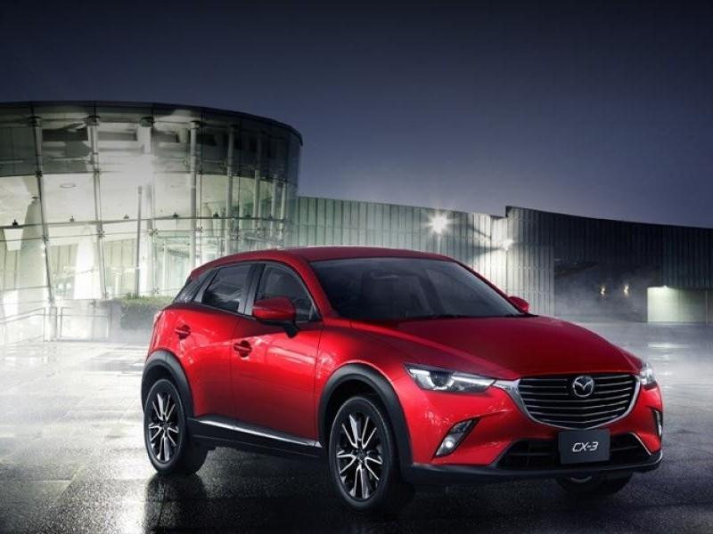 Красный Mazda CX-3 2015