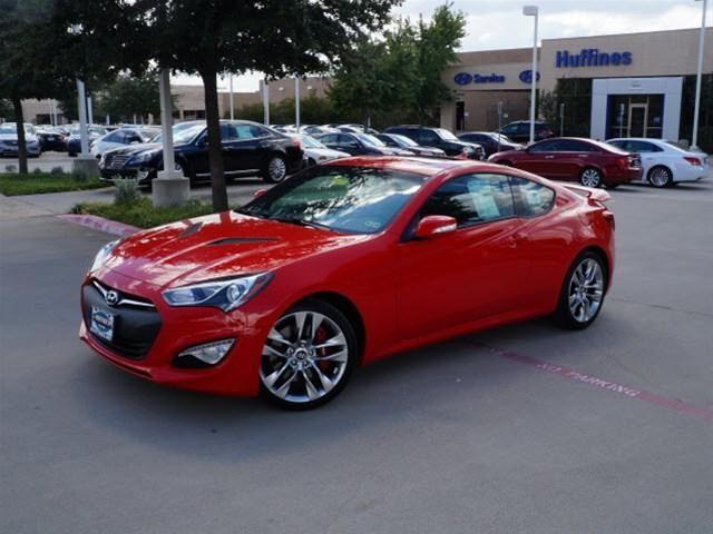 Красный Hyundai Genesis Coupe 2015