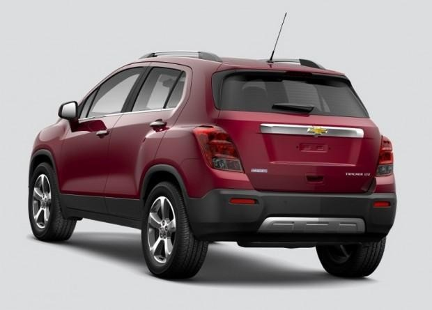 Кроссовер Chevrolet Tracker 2015 вид сзади