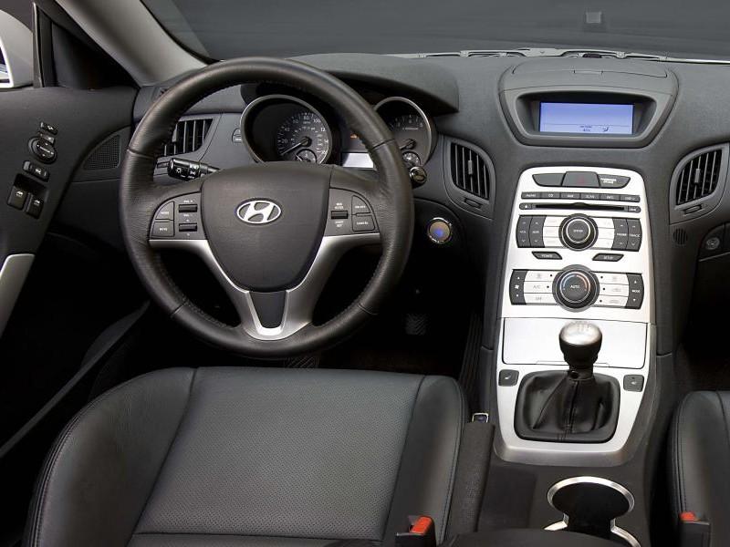 Интерьер Hyundai Genesis Coupe 2015