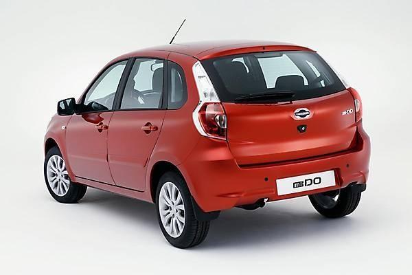 Красный хэтчбек Datsun mi-DO 2015 вид сзади