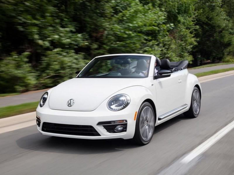Белый кабриолет  Volkswagen Beetle 2015