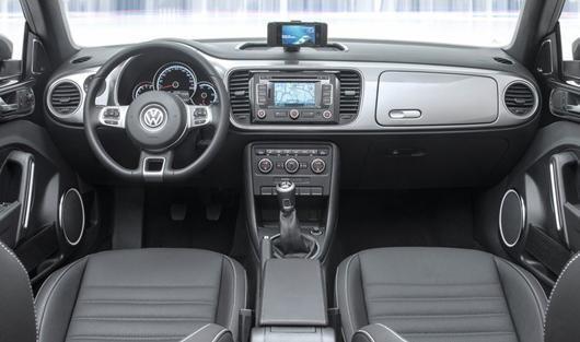 Интерьер хэтчбека Volkswagen Beetle 2015