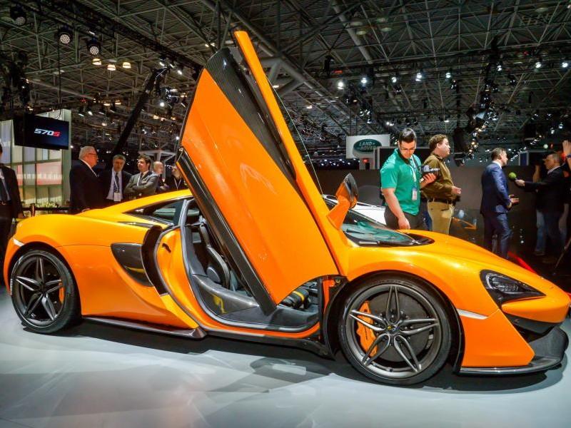 McLaren 570S, купе, вид сбоку