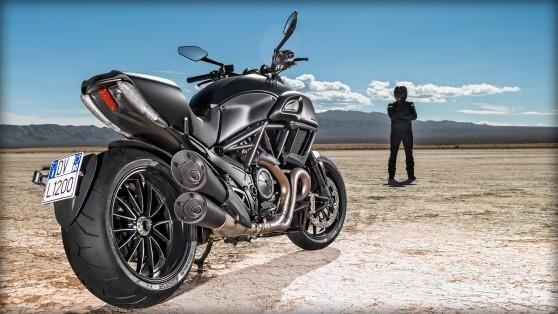 Итальянский мотоцикл Ducati Diavel 2015