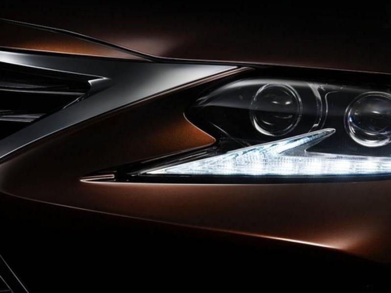 Левая передняя фара Lexus ES 200 2016