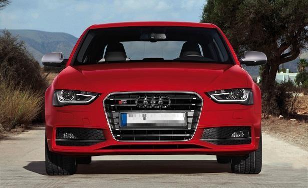 Красный седан Audi S4 2015 вид спереди