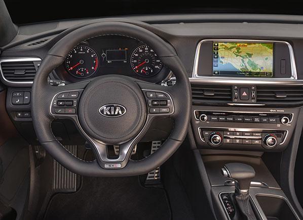 Руль, консоль, приборная панель Серебристый седан KIA Optima