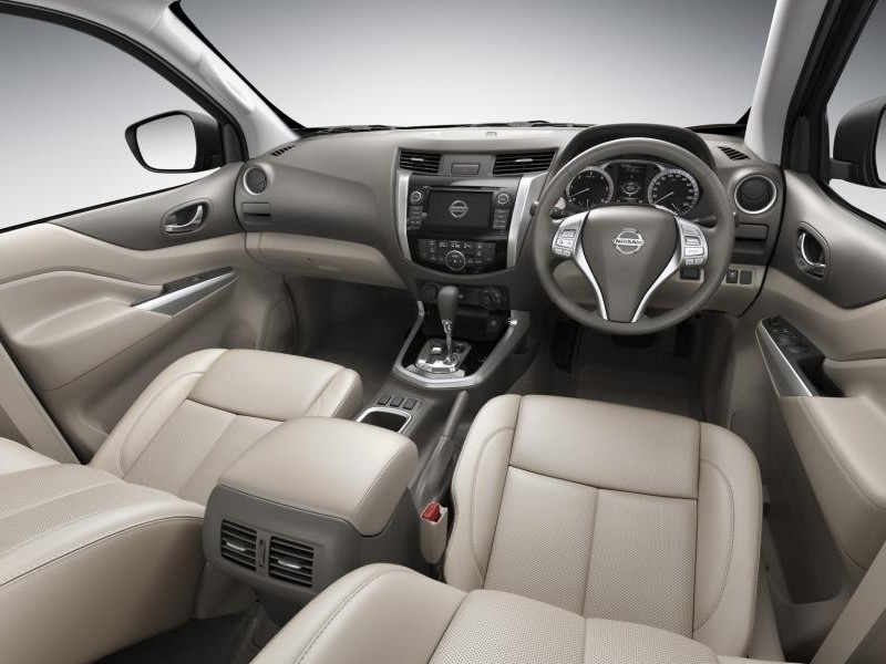 Интерьер Nissan Navara