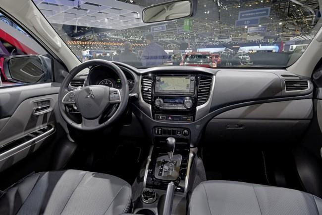 Интерьер Mitsubishi L200 2016