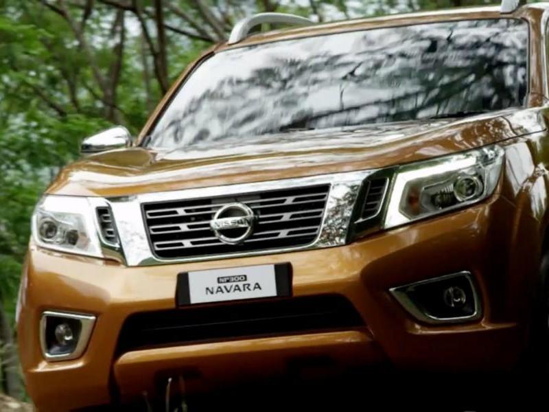 Пикап Nissan Navara 2015 вид спереди