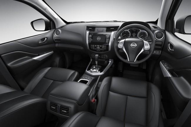 Интерьер пикапа Nissan Navara