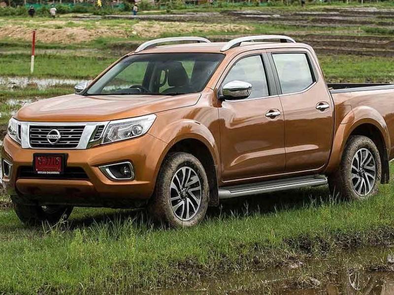 Пикап Nissan Navara вид сбоку 2015