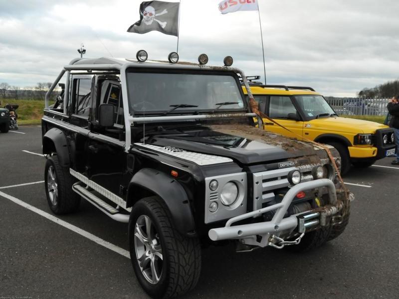 Land Rover Defender SVX вид спереди