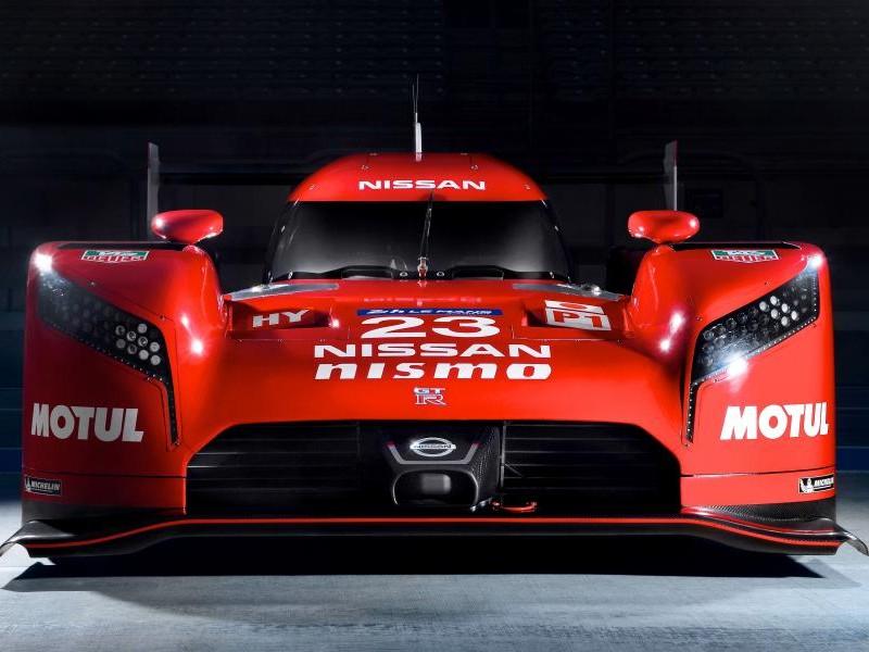 Nissan GT-R LM Nismo вид спереди