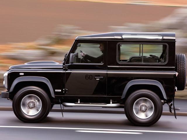 Черный Land Rover Defender SVX вид сбоку