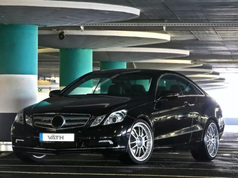 Черный купе Mercedes E500 Vath
