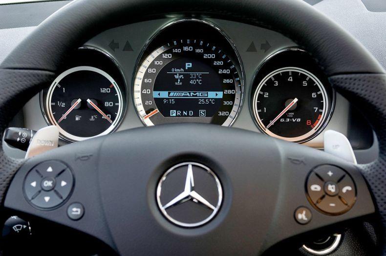 Руль, приборная панель Mercedes AMG C64
