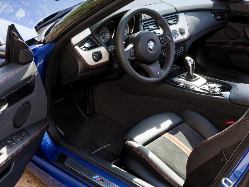 Интерьер BMW Z4 Estoril Blue