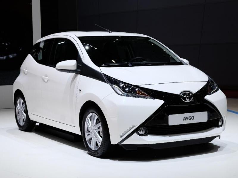 Белый хэтчбек Toyota Aygo