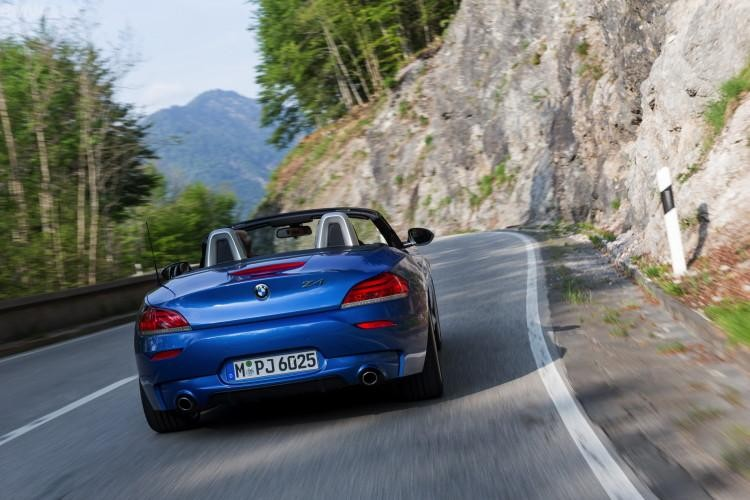 BMW Z4 Estoril Blue вид сзади