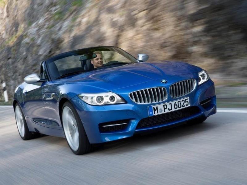 BMW Z4 Estoril Blue вид спереди