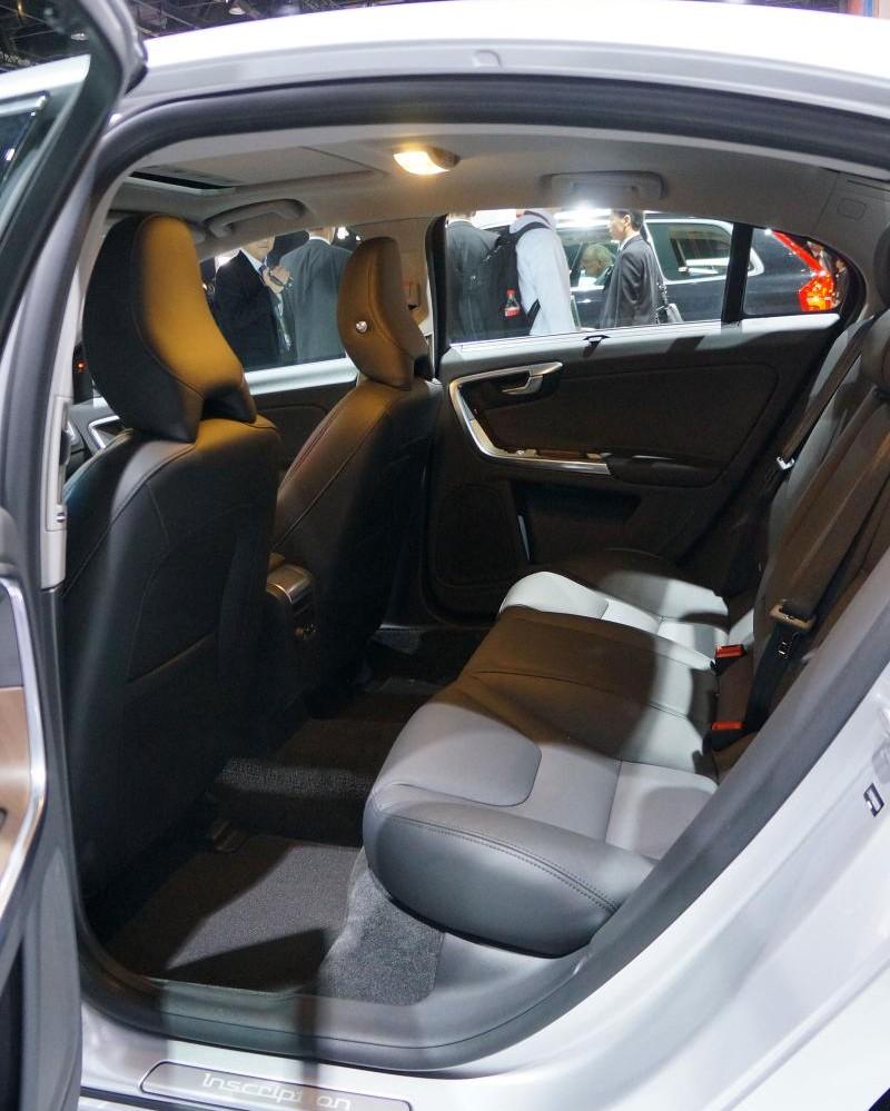 Задний ряд сидений Volvo S60 Inscription