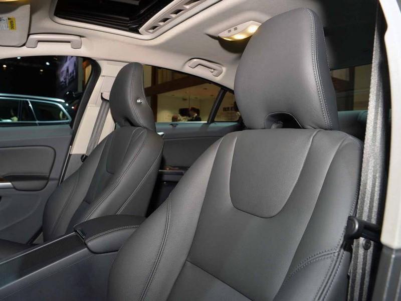 Передний ряд сидений Volvo S60 Inscription