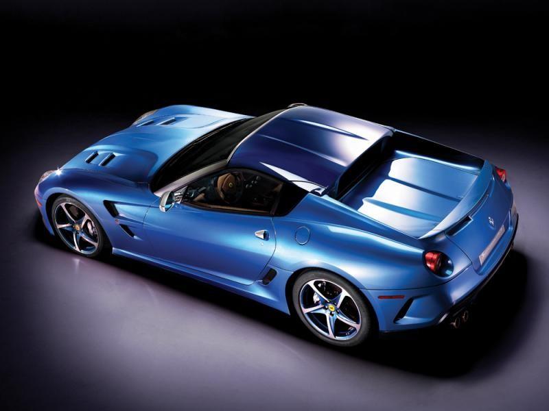 Синий Ferrari Superamerica 45 вид сверху