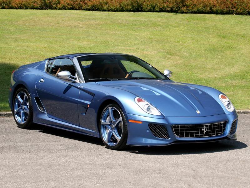 Синий Ferrari Superamerica 45