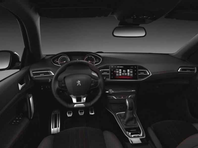 Салон хэтчбека Peugeot 308 GT Line
