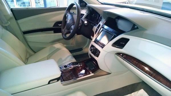Бежевый интерьер Acura RLX Sport Hybrid 2016