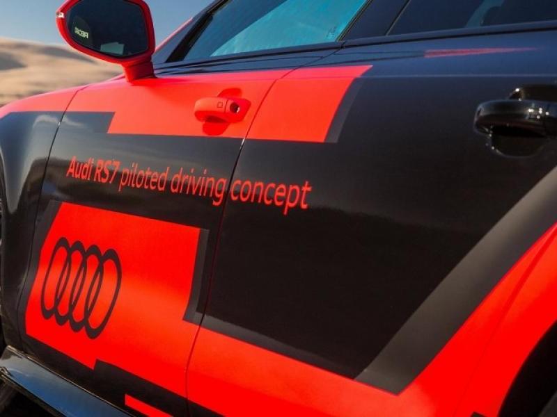 Суперкар Audi RS7 Robby